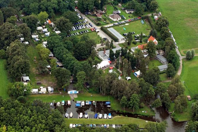Luftaufnahme: Teamgeist Yachtclub Eventlocation am See