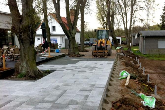 2004 - Die neue Terrasse wird angelegt