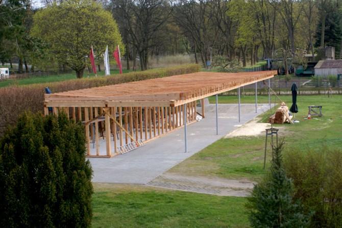 2004 - Baustart Unterstand mit großer Bogenanlage