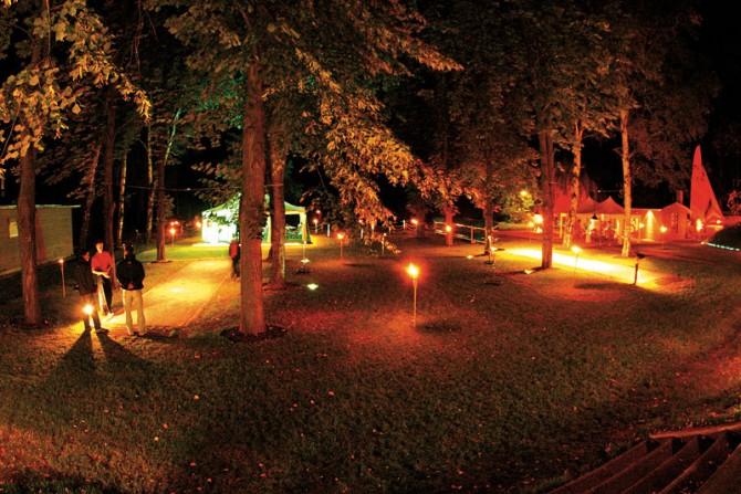 Das Veranstaltungsgelände am Abend