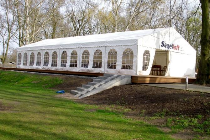 2004 - Das neue Segelloft bietet im Sommer bis zu 100 Personen Platz